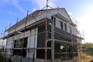 Haus mit neuem Fassadenanstrich